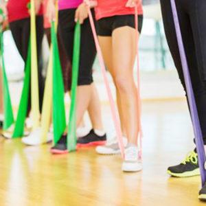 Funktionelles Training mit Gymnastikbändern und anderen Trainingshilfen